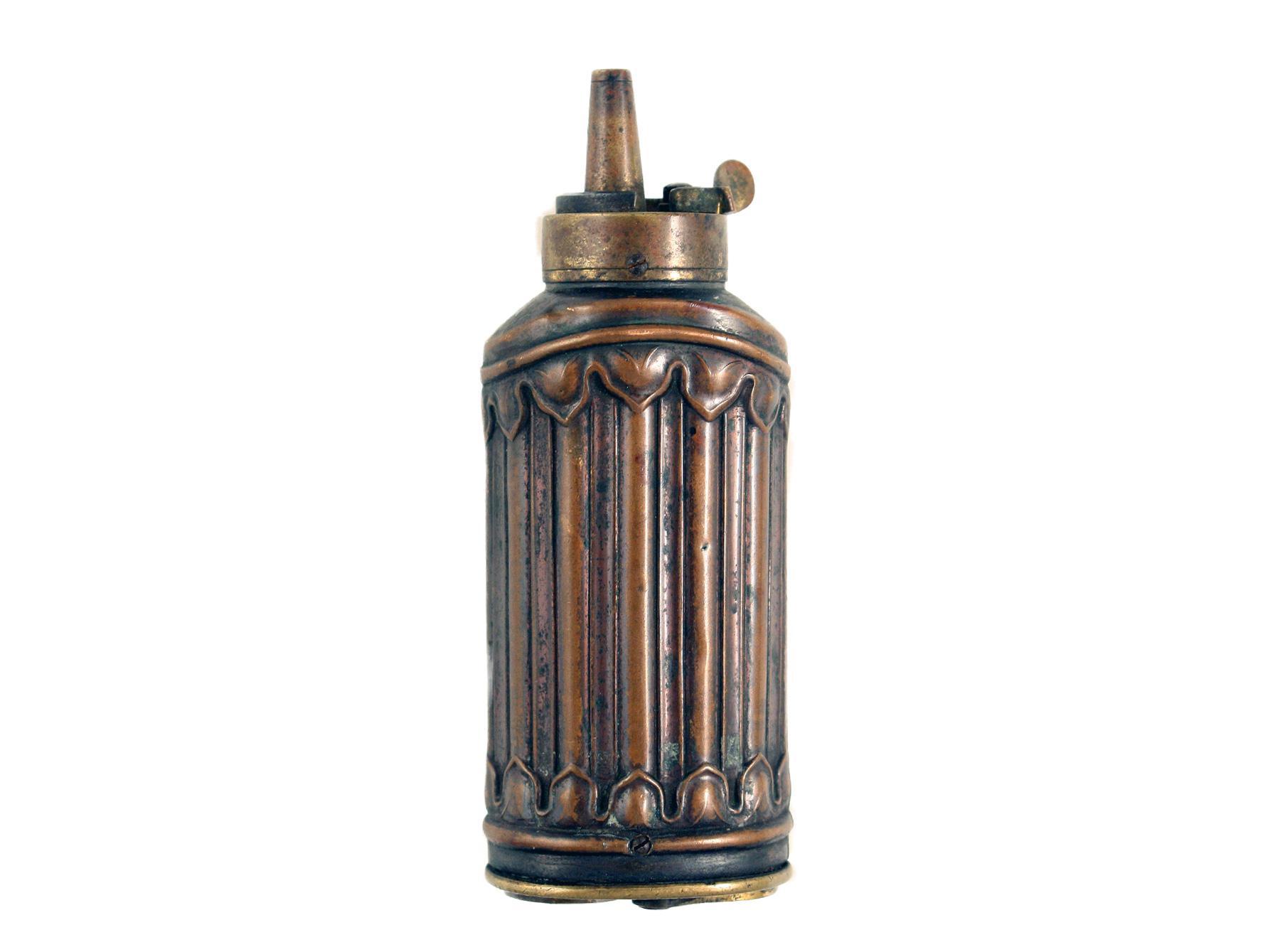 A Fluted Three-Way Powder Flask